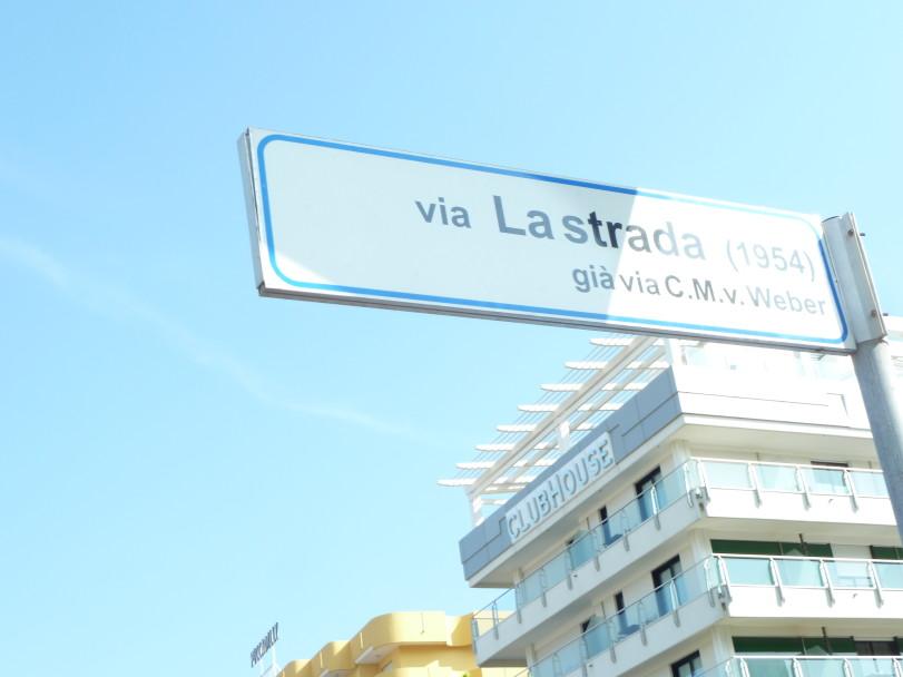 La Strada signpost, Rimini